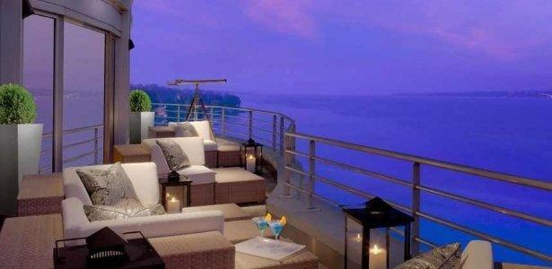 a-suite-oferece-vista-para-o-lago-genebra-um-dos-cartoes-postais-da-suica-1432730374990_615x300