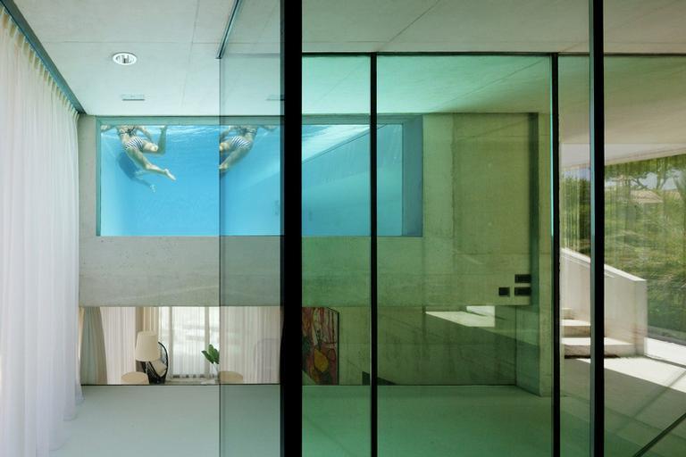 piscinas-de-vidro-4-modelos-com-design-surpreendente-01