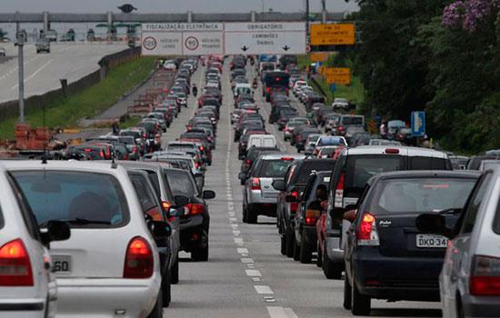 congestionamento-imigrantes_9526246d