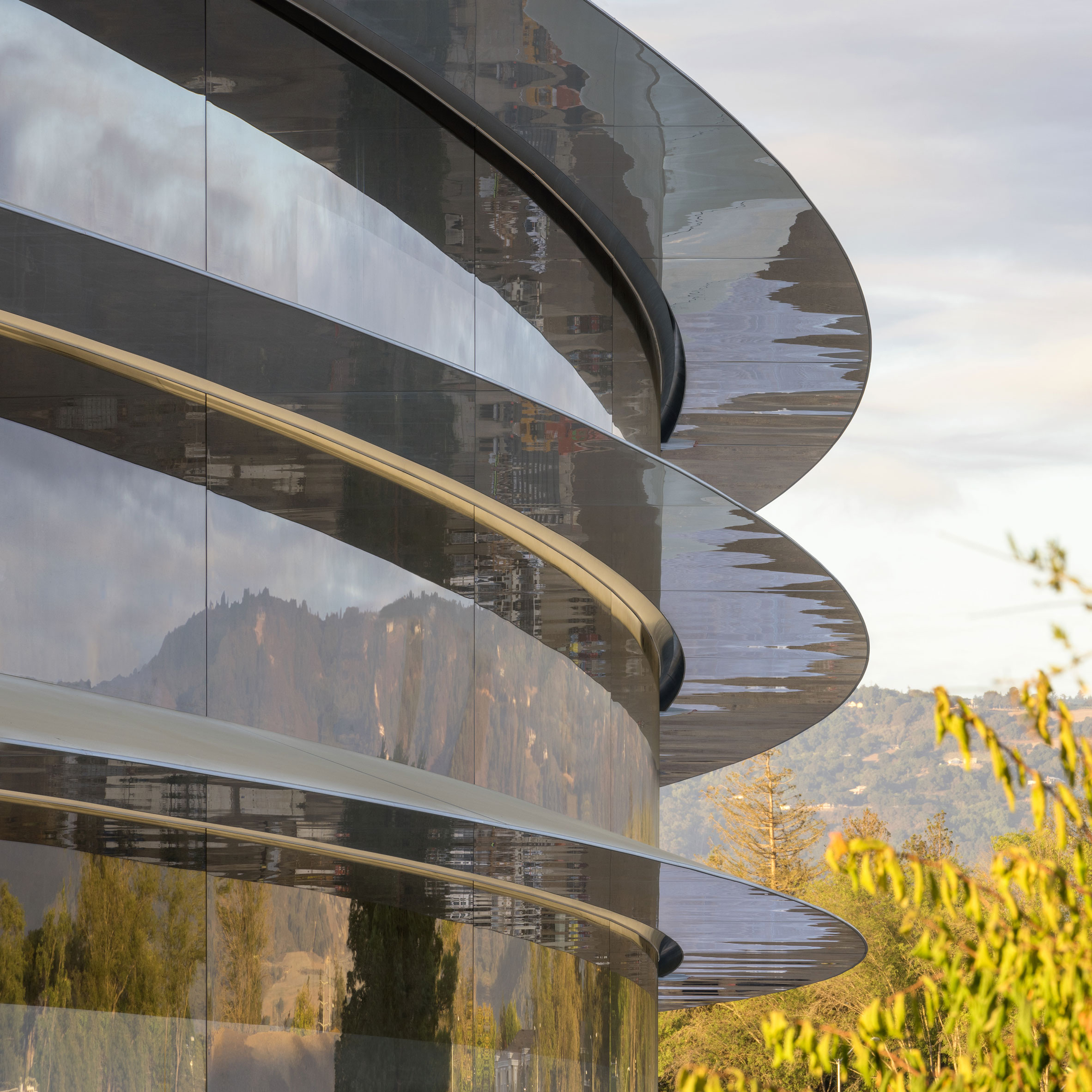 apple-park-campus-foster-partners_dezeen_sq
