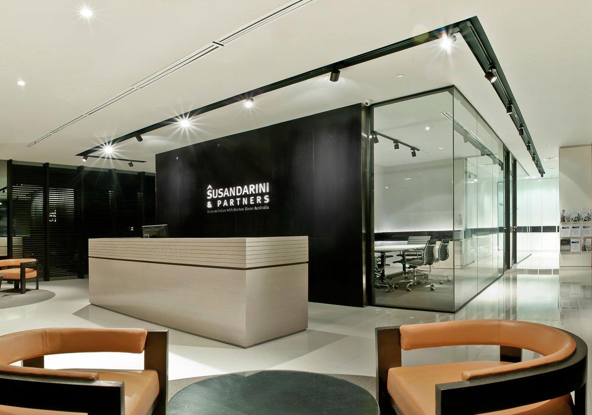 Susandarini & Partners, por Carr Design